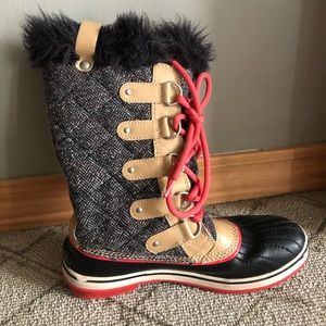 Size 9 Lightly worn Sorel Boots! 🖤